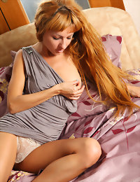 Bed teen girls naked pics